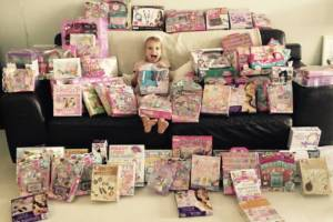 5 reasons you should think before giving your kids a mountain of toys this year