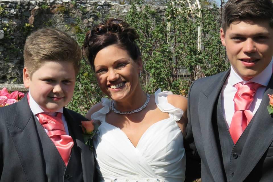 Meet British mum Angela Jones Thomas